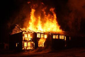 capannone incendiato